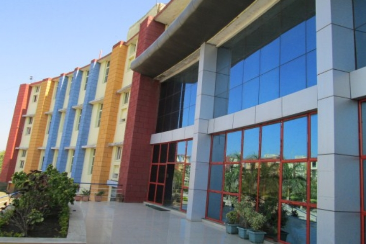 https://cache.careers360.mobi/media/colleges/social-media/media-gallery/20008/2019/1/4/College Building Of Shri Bherulal Pharmacy Institute Indore_Campus-View.jpg