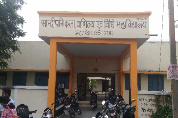 https://cache.careers360.mobi/media/colleges/social-media/media-gallery/20042/2018/11/5/Campus entrance of Sandipani Commerce College Ujjain_Campus-View.jpg