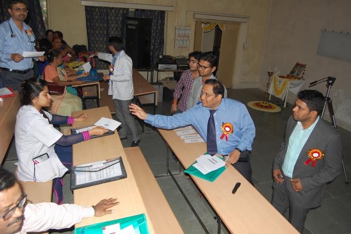 https://cache.careers360.mobi/media/colleges/social-media/media-gallery/20047/2017/8/30/RD-Gardi-College-of-Nursing-Ujjain6.JPG