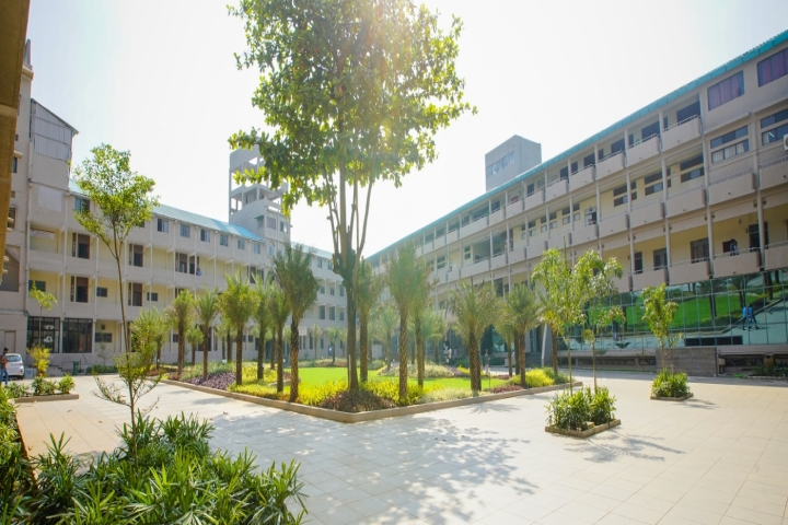 https://cache.careers360.mobi/media/colleges/social-media/media-gallery/2007/2018/10/5/Campus view of DY Patil College of Engineering and Technology_Campus-View.jpg