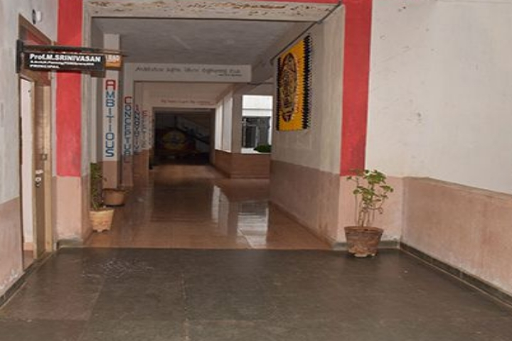 https://cache.careers360.mobi/media/colleges/social-media/media-gallery/20076/2019/5/22/Campus Inside View of Varaha College of Architecture and Planning Visakhapatnam_Campus-View.jpg
