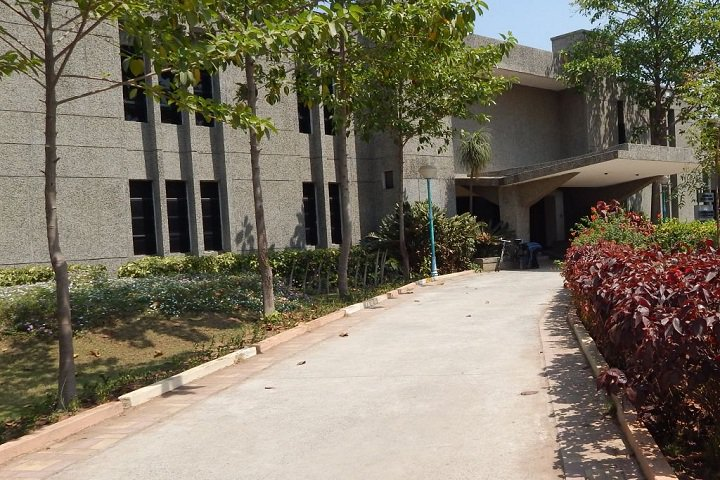 https://cache.careers360.mobi/media/colleges/social-media/media-gallery/20249/2018/12/3/College Entrance View Of Devang Patel Institute of Advance Technology and Research Petlad_Campus-View.jpg
