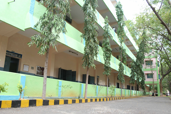 https://cache.careers360.mobi/media/colleges/social-media/media-gallery/2044/2020/9/21/Campus View of RVS College of Engineering Dindigul_Campus-View.png
