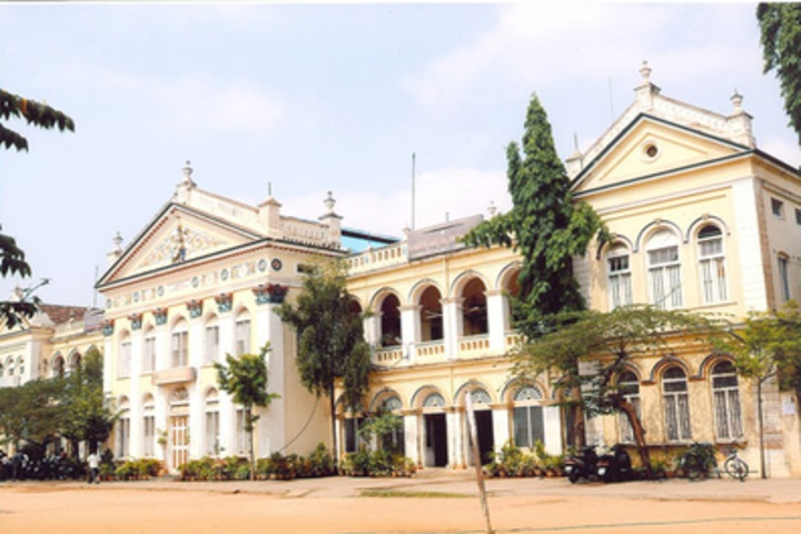 https://cache.careers360.mobi/media/colleges/social-media/media-gallery/20498/2020/2/6/Campus-View of D Banumaiahs College of Commerce and Arts Mysore_Campus-View.jpg