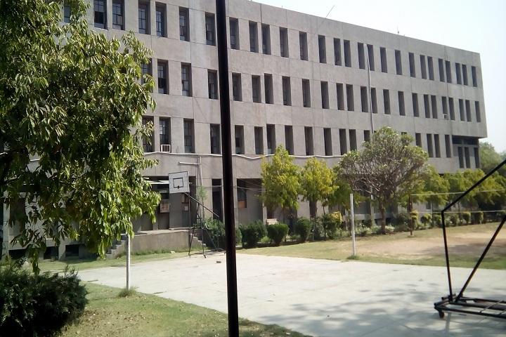 https://cache.careers360.mobi/media/colleges/social-media/media-gallery/20522/2018/8/13/Guru-Tegh-Bahadur-Polytechnic-Institute-New-Delhi-campus.jpg