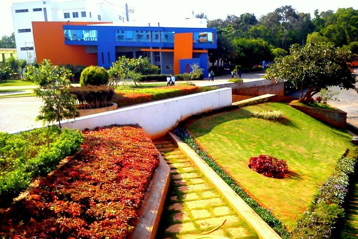 https://cache.careers360.mobi/media/colleges/social-media/media-gallery/20534/2019/4/15/College Building View of Acharya School of Design Bangalore_Campus-View.jpg