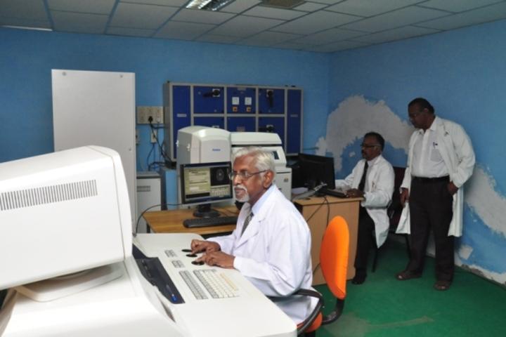 https://cache.careers360.mobi/media/colleges/social-media/media-gallery/20918/2017/10/30/Vinayaka-Missions-Medical-College-and-Hospital-Karaikal1.jpg