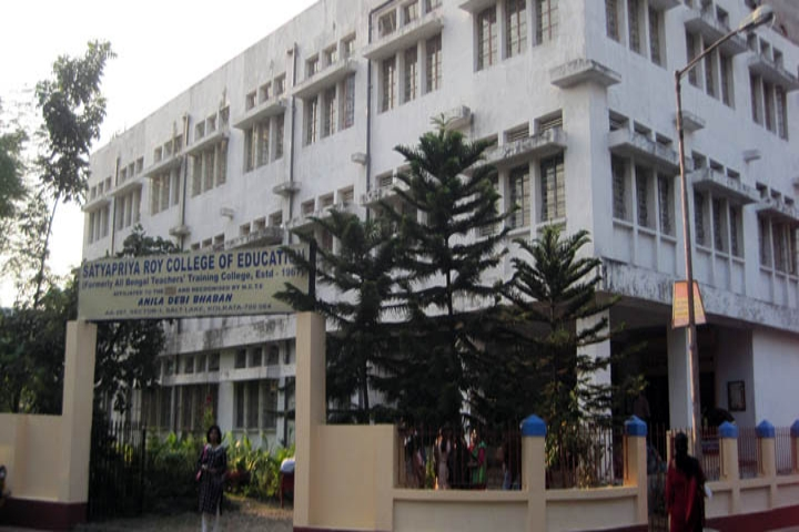 https://cache.careers360.mobi/media/colleges/social-media/media-gallery/21029/2019/5/10/Campus-View of Satyapriya Roy College of Education Kolkata_Campus-View.jpg