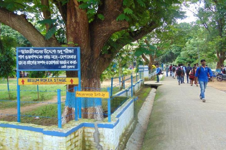 https://cache.careers360.mobi/media/colleges/social-media/media-gallery/21071/2018/11/26/Outside View of Sambhu Nath College Birbhum_Campus-View.jpg