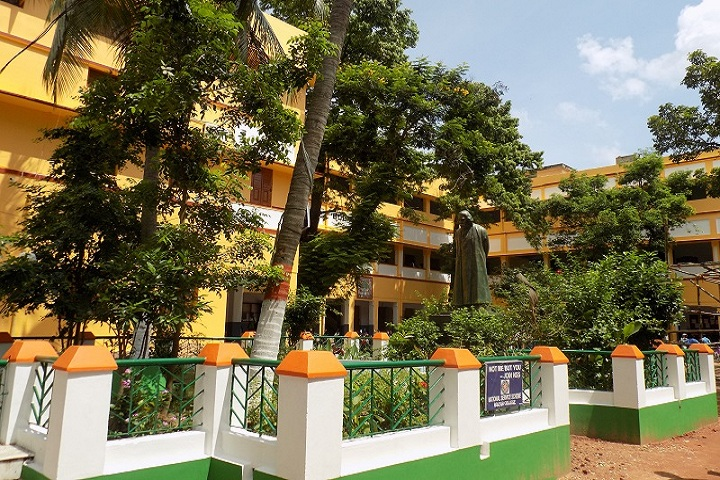 https://cache.careers360.mobi/media/colleges/social-media/media-gallery/21082/2018/11/6/Campus View full of Bolpur College Birbhum_Campus-View.jpg