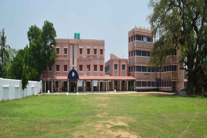 https://cache.careers360.mobi/media/colleges/social-media/media-gallery/21096/2018/11/10/Campus View of Sarat Centenary College Hooghly_Campus-View.JPG
