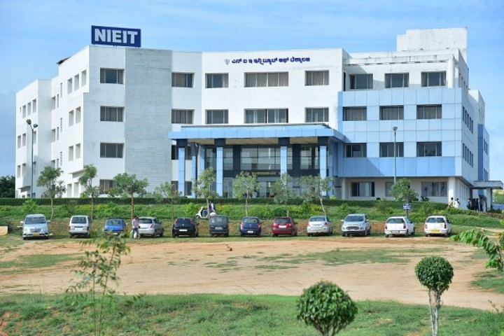 https://cache.careers360.mobi/media/colleges/social-media/media-gallery/2127/2019/3/15/Campus view of NIE Institute of Technology Mysore_Campus-view.jpg