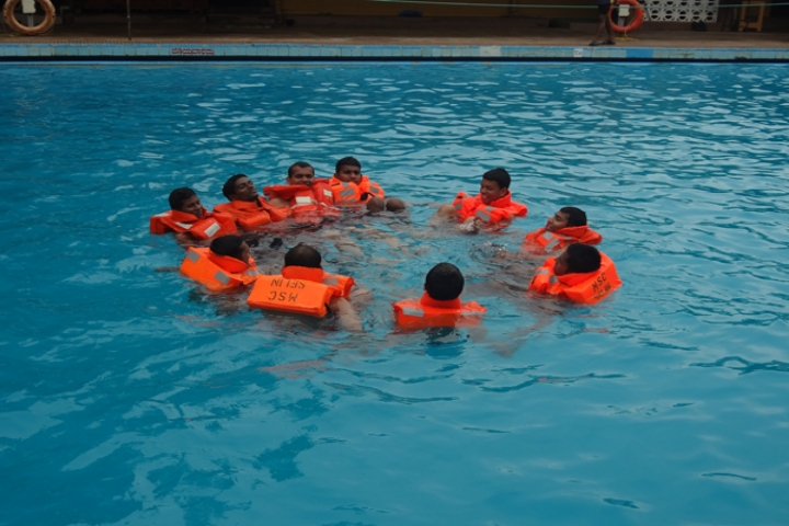 https://cache.careers360.mobi/media/colleges/social-media/media-gallery/2130/2018/9/15/SWIMMING POOL OF Mangalore Marine College and Technology  Mangalore_Swimming pool.jpg