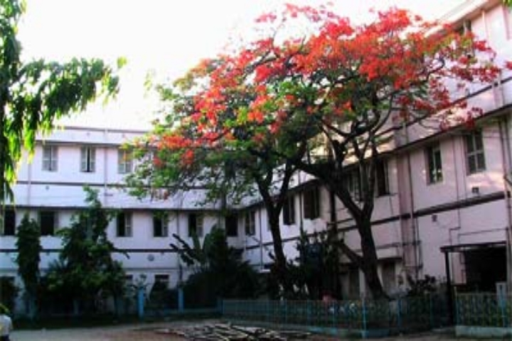 https://cache.careers360.mobi/media/colleges/social-media/media-gallery/21306/2018/11/22/College Building View of Rishi Bankim Chandra College Naihati_Campus-View.jpg