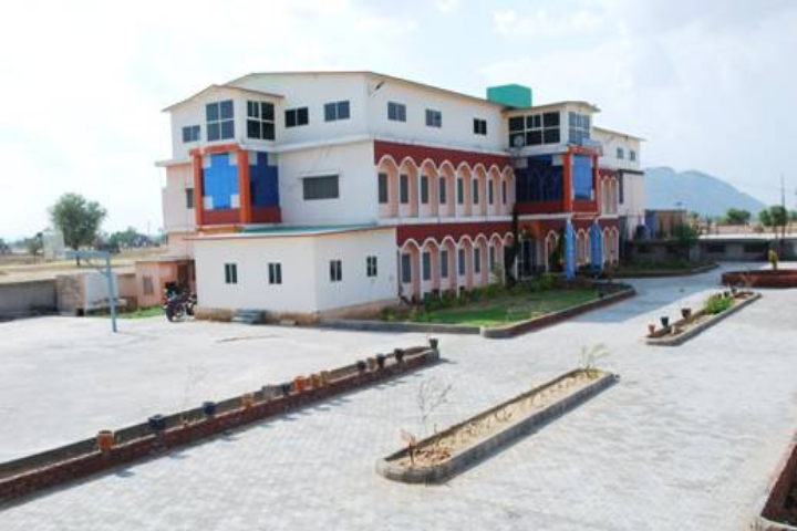https://cache.careers360.mobi/media/colleges/social-media/media-gallery/21341/2018/10/9/Campus View of Sanskriti Institute of Education and Technology Narnaul_Campus-View.JPG