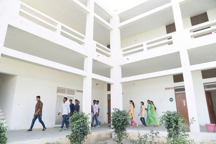 https://cache.careers360.mobi/media/colleges/social-media/media-gallery/21408/2018/11/10/Campus View of Geeta Degree College Panipat_Campus-View.jpg