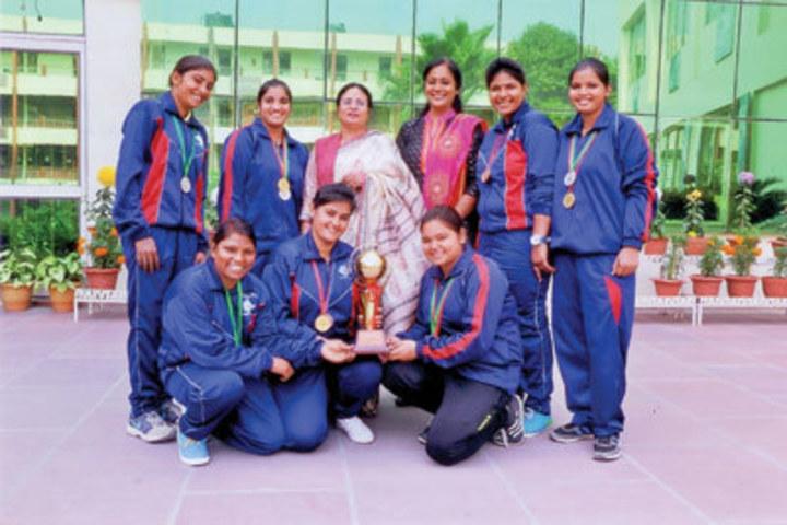 https://cache.careers360.mobi/media/colleges/social-media/media-gallery/21410/2017/11/3/Guru-Nanak-Girls-College-Yamunanagar01.jpg