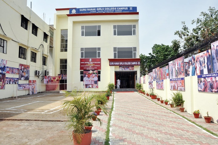 https://cache.careers360.mobi/media/colleges/social-media/media-gallery/21410/2018/12/10/Campus View of Guru Nanak Girls College Yamuna Nagar_Campus-View.jpg