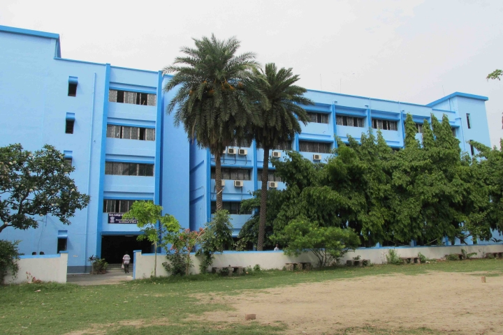 https://cache.careers360.mobi/media/colleges/social-media/media-gallery/2160/2018/7/26/Government-College-of-Engineering-and-Ceramic-Technology-Kolkata2a.jpg