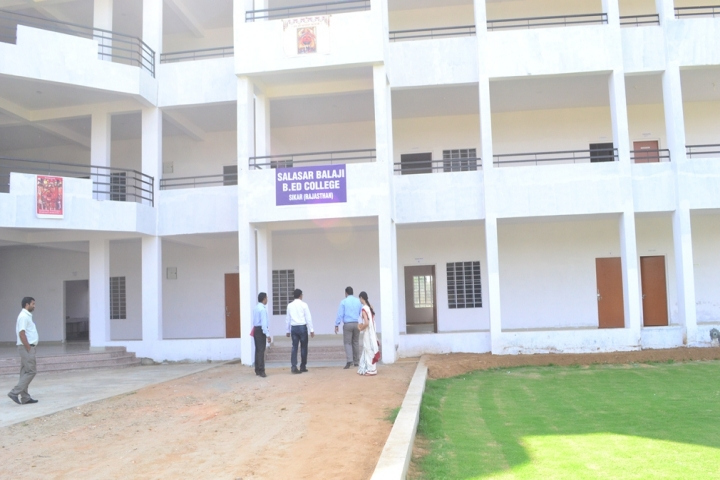 https://cache.careers360.mobi/media/colleges/social-media/media-gallery/21811/2018/10/12/Campus View of Salasar Balaji B Ed College Sikar_Campus-View.jpg