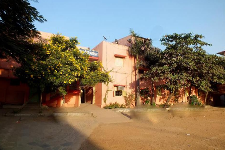 https://cache.careers360.mobi/media/colleges/social-media/media-gallery/22020/2019/6/3/Campus-View of Kamala Devi Sangit Mahavidyalaya Raipur_Campus-view.png