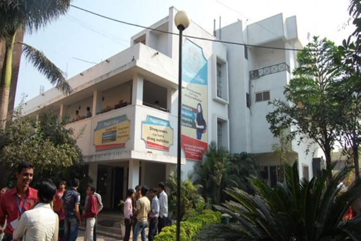 https://cache.careers360.mobi/media/colleges/social-media/media-gallery/22060/2019/6/10/Campus-View of Pragati College Raipur_Campus-View.jpg