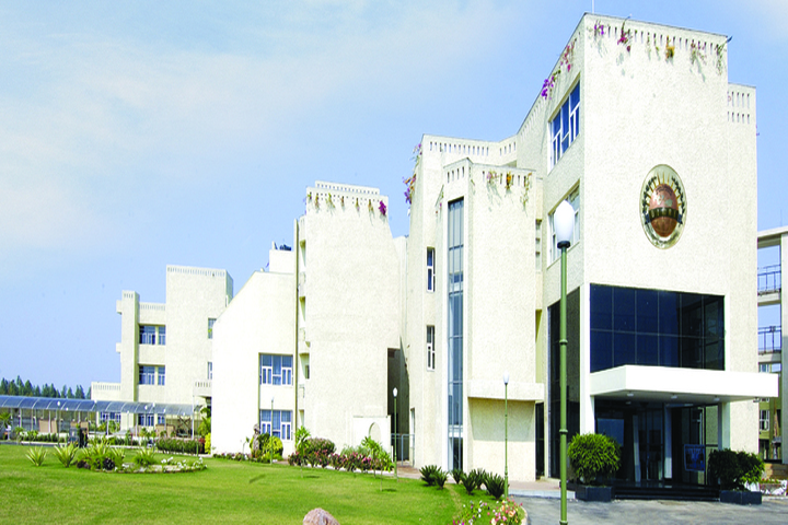 https://cache.careers360.mobi/media/colleges/social-media/media-gallery/22102/2019/1/2/Campus view of Disha College of Management Studies Raipur_Campus-view.jpg