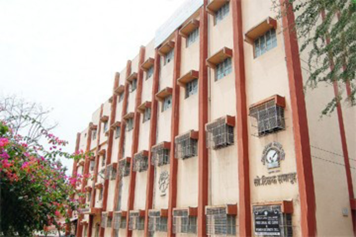 https://cache.careers360.mobi/media/colleges/social-media/media-gallery/22187/2018/11/30/Campus view of Akola Law College Akola_Campus-view.jpg