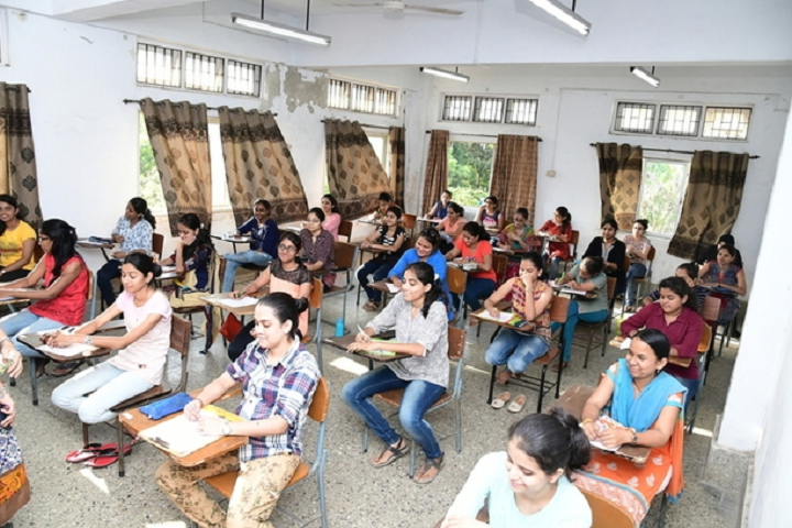 https://cache.careers360.mobi/media/colleges/social-media/media-gallery/22277/2018/10/15/Classroom of PVDT College of Education for Women Churchgate_Classroom.png