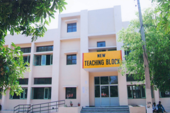 https://cache.careers360.mobi/media/colleges/social-media/media-gallery/22341/2020/2/19/Teaching Block of Dronacharya Government College Gurgaon_Campus-View.png