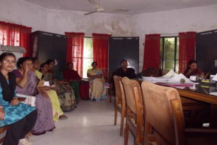 https://cache.careers360.mobi/media/colleges/social-media/media-gallery/22359/2020/3/4/Staff Room of Rajkiya Mahila Maha Vidyalaya Gulzarbagh_Others.jpg