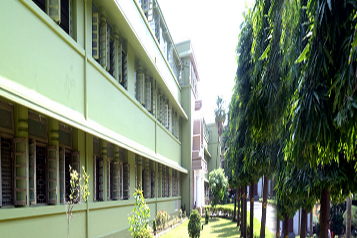 https://cache.careers360.mobi/media/colleges/social-media/media-gallery/22382/2019/6/11/College Building View of Bhavans College Mumbai_Campus-View.png