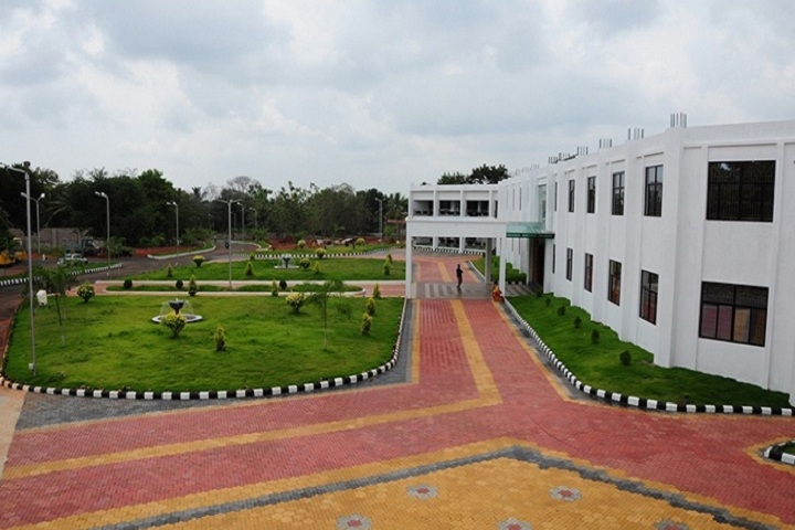 https://cache.careers360.mobi/media/colleges/social-media/media-gallery/22472/2020/3/2/Campus View of St Alphonsa College of Arts and Science Karinkal_Campus-View.jpg