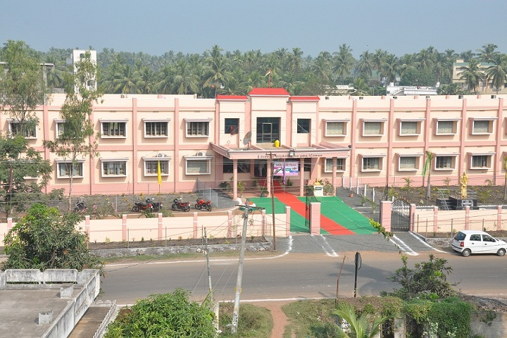 https://cache.careers360.mobi/media/colleges/social-media/media-gallery/22500/2019/6/13/College View of Sri Chintalapati Vara Prasada Murthy Raju Government Degree College Ganapavaram_Campus-View.jpg