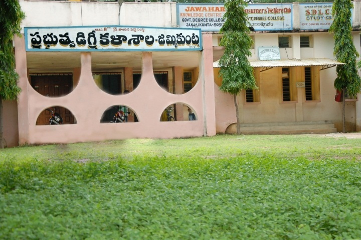 https://cache.careers360.mobi/media/colleges/social-media/media-gallery/22515/2018/11/8/Campus veiw of Government Degree and PG College Jammikunta_Campus-veiw.jpg