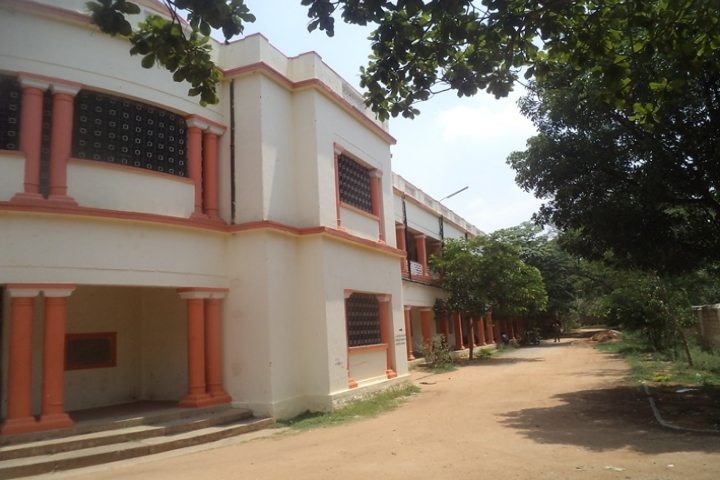 https://cache.careers360.mobi/media/colleges/social-media/media-gallery/22763/2019/1/4/Campus View of Government College for Boys Kolar_Campus-View.jpg