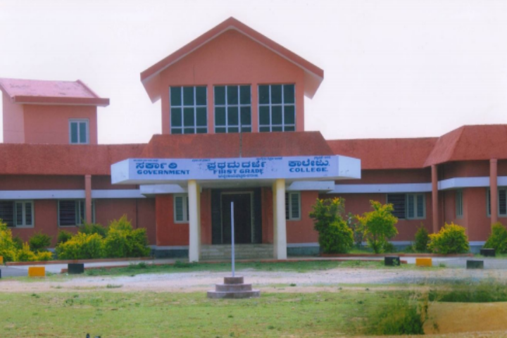 https://cache.careers360.mobi/media/colleges/social-media/media-gallery/22793/2019/1/3/Campus View of Government First Grade College Channarayapatna_Campus-View.png