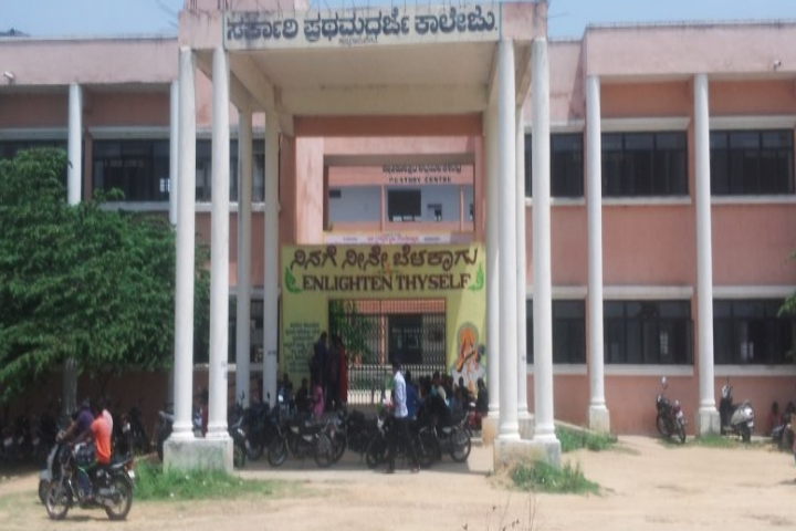https://cache.careers360.mobi/media/colleges/social-media/media-gallery/22795/2019/1/3/Campus View of Government First Grade College Krishnarajpet_Campus-View.jpg