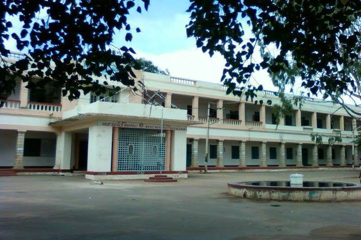 https://cache.careers360.mobi/media/colleges/social-media/media-gallery/22810/2018/12/29/Campus view of Government Science College Chitradurga_Campus-view.jpg