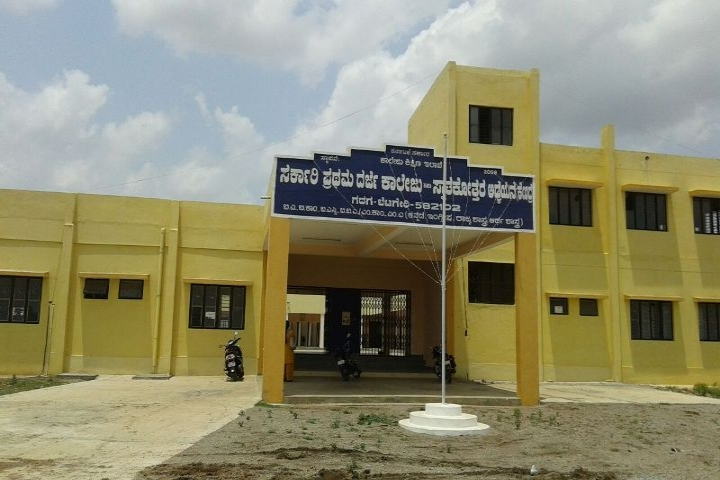 https://cache.careers360.mobi/media/colleges/social-media/media-gallery/22942/2020/3/10/Campus View of Government First Grade College Gadag_Campus-View.jpg