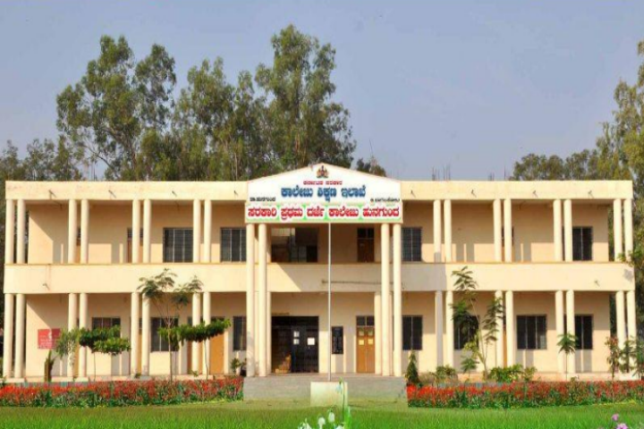 https://cache.careers360.mobi/media/colleges/social-media/media-gallery/22953/2020/3/12/Campus View of Government First Grade College Hungund_Campus-View.png