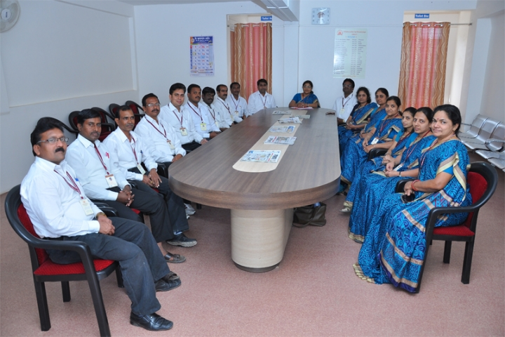 https://cache.careers360.mobi/media/colleges/social-media/media-gallery/23134/2021/3/23/Staff room of Mahatma Jyotiba Fule Mahavidyalaya Amravati_Others.jpg