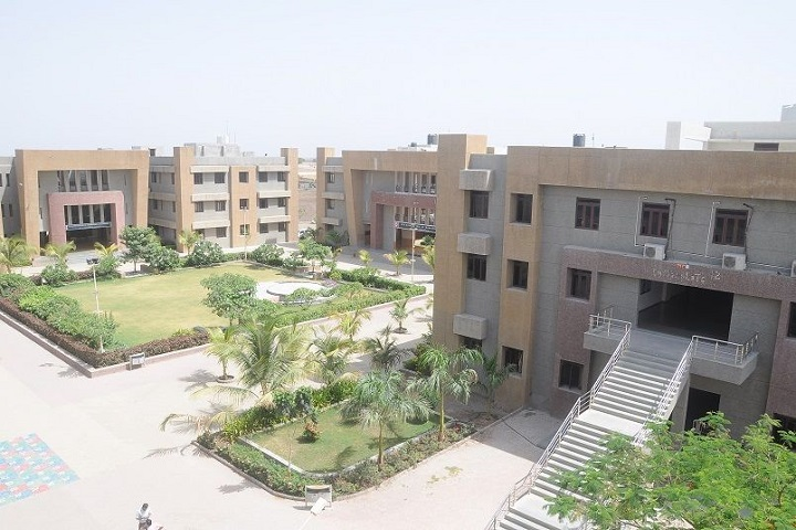 https://cache.careers360.mobi/media/colleges/social-media/media-gallery/2315/2018/10/11/Campus View of BH Gardi College of Engineering and Technology Rajkot_Campus-View.JPG