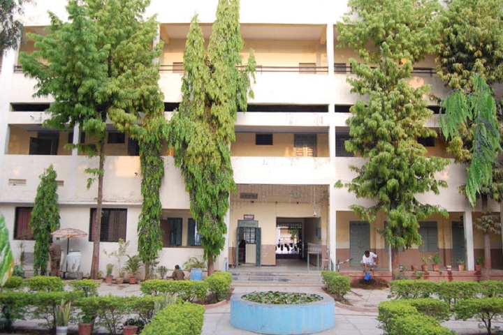 https://cache.careers360.mobi/media/colleges/social-media/media-gallery/23158/2019/1/7/Campus front view of Dayanand College of Commerce Latur_Campus-view.jpg