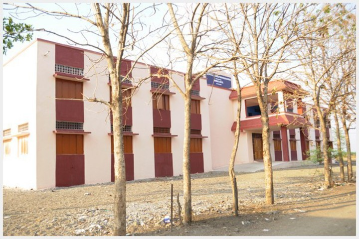 https://cache.careers360.mobi/media/colleges/social-media/media-gallery/23164/2018/11/28/Inside View of Shikshan Maharshi Dnyandeo Mohekar Mahavidyalaya Kalamb_Campus-View.jpg