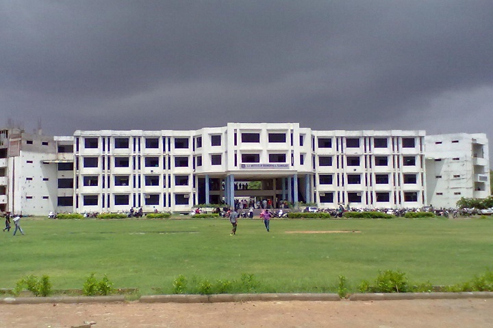 https://cache.careers360.mobi/media/colleges/social-media/media-gallery/2318/2019/1/10/Campus View of LJ Institute of Engineering and Technology Ahmedabad_Campus View.jpg