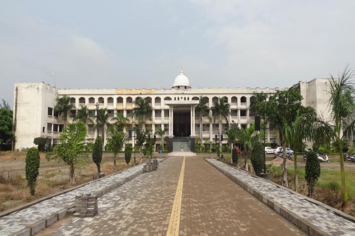 https://cache.careers360.mobi/media/colleges/social-media/media-gallery/23321/2019/6/19/Campus View of Smt Rajkamal Baburao Tidke Mahavidyalaya Mouda_Campus-View.jpeg