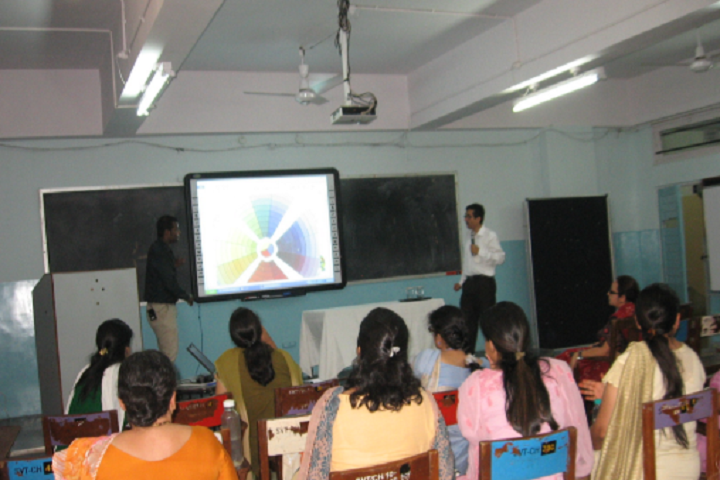 https://cache.careers360.mobi/media/colleges/social-media/media-gallery/23326/2018/12/9/Classroom of Sir Vithaldas Thackersey College of Home Science Santacruz_Classroom.png