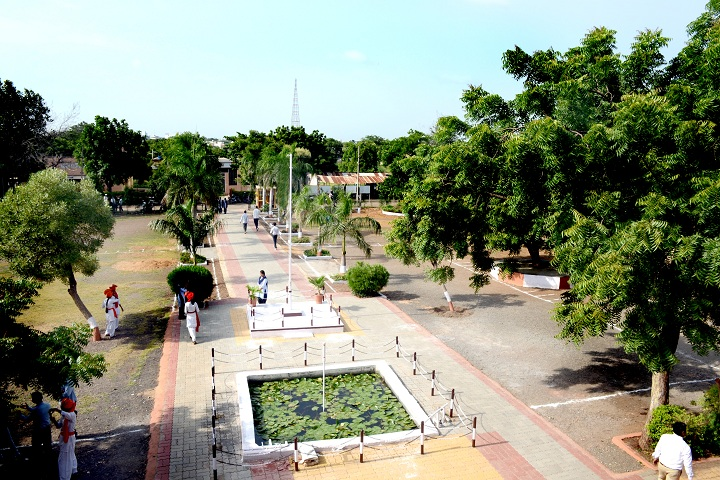 https://cache.careers360.mobi/media/colleges/social-media/media-gallery/23344/2018/12/20/College Building View of GS Science Arts and Commerce College Khamgaon_Campus-View.JPG