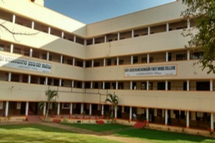 https://cache.careers360.mobi/media/colleges/social-media/media-gallery/23646/2019/6/18/Campus View of Sri Adichunchanagiri First Grade College Channarayapatna_Campus-View.jpg
